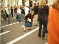 Бабулины танцы на площади. Ржал (3.6 Мб)