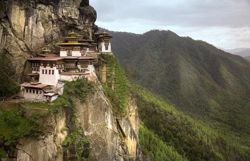 Taktshang монастырь в горах тибета 24 фото