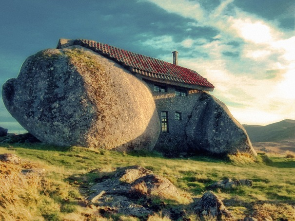 18. Stone House (Guimar227;es, Portugal)