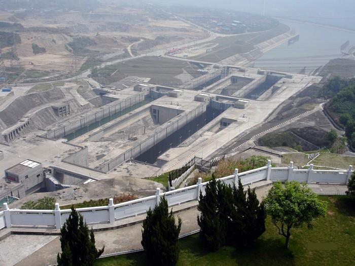 Самая большая плотина в мире (12 фото)