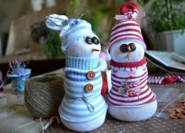 Дед мороз из ниток и клея своими