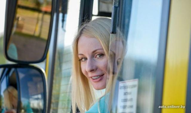 блондинки в автобусе фото