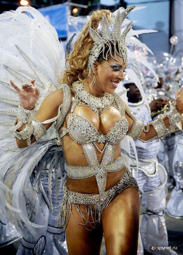 Голый карнавал фото получается?