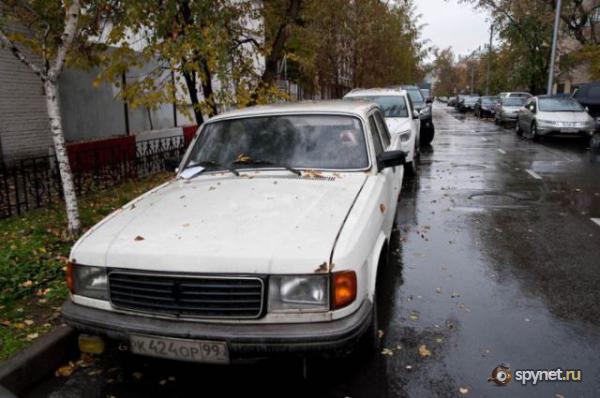 Стафф полгода в запертой машине (10 фото)