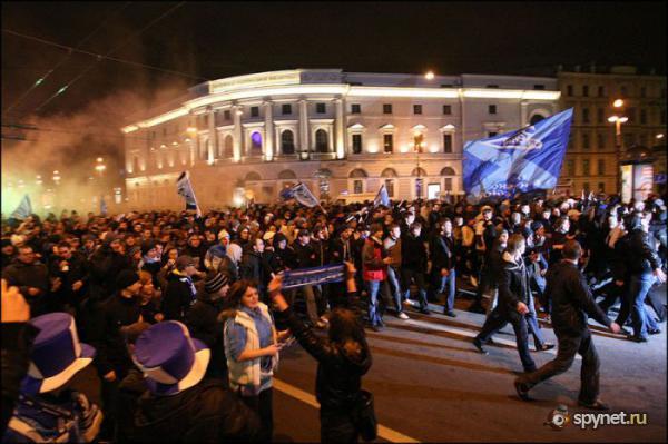 Как фанаты Зенита победу праздновали (15 фото)