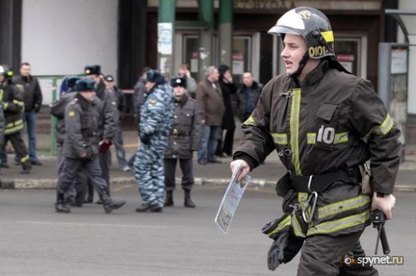 Серия взрывов в московском метро. Погибло 35 человек (16 фото + 2 видео)