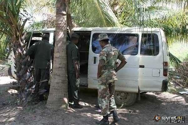 Сомалийская бронированная машина (7 фото)