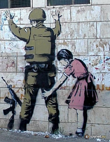 Banksy — это самая известная личность на граффити сцене, именно благодаря трафаретному арт-террору.