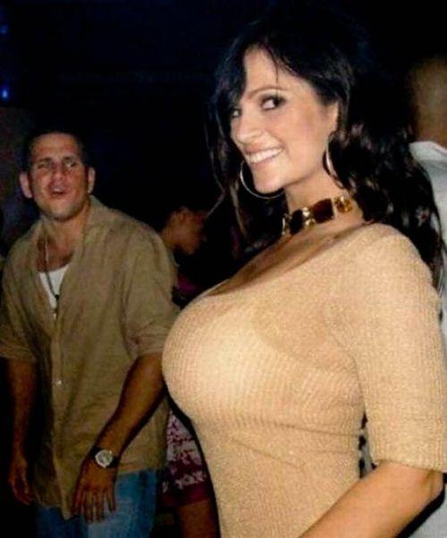 Мужчины глазеют на женские прелести (93 фото)
