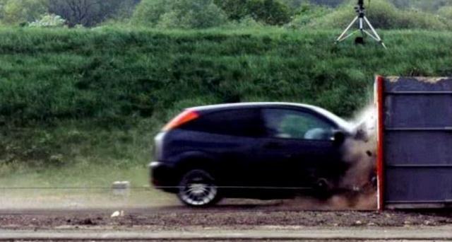 Краш-теста на скорости 193 км/ч